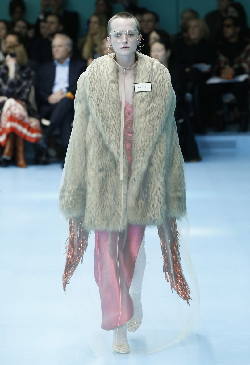 Look de pele falsa do Inverno 2018 da Gucci / Cortesia