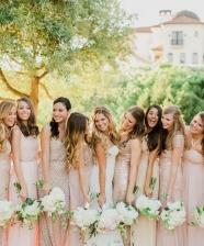 Casamento – Lindas inspirações para looks de madrinhas com vestidos da mesma cor